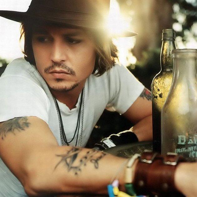 Johnny Depp prý v podledních letech moc pil.