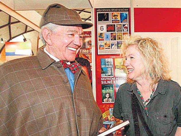 Jiří Krampol pokřtil knihu o Sherlocku Holmesovi stylově.