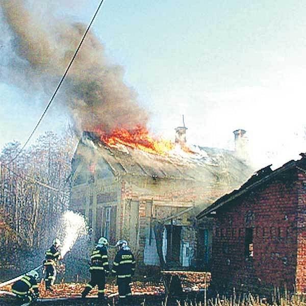 Požár domu v Doubravě