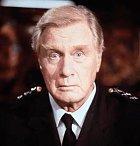 Komandant Lassard, ten největší dobrodinec a tak trochu ťulpas celé série. Je to starší chlapík, který už by měl jít pomalu do výslužby. Vždy ale ukáže, že na to pořád ještě má!