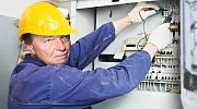 Věděli jste že Karel Gott, pokud by se nezačal živit zpěvem, měl dělat elektrikáře?