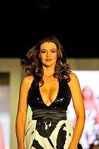 Iva Kubelková má podle mnohých nejlepší prsa v Česku a umí je prodat!