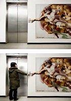 Setkání u výtahu.