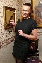 Alice Bendová s kouzelnickou hůlkou