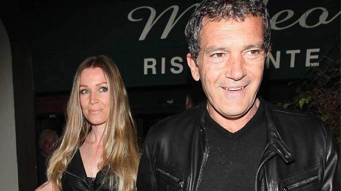 Antonio Banderas se svou partnerkou Nicole Kempelovou.