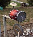 Tady asi bydlí bubeník. Asi.