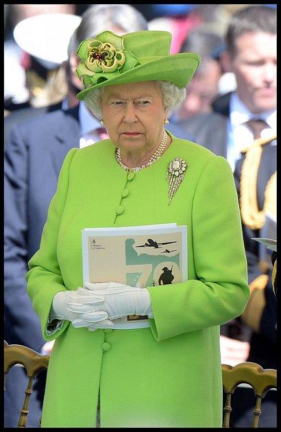 Díky prvnímu a zřejmě poslednímu rozhovoru pro televizi má ale iMeghanin otec doživitní zákaz a svou dceru uvidí maximálně na obrázku! Královna Alžběta je despota.