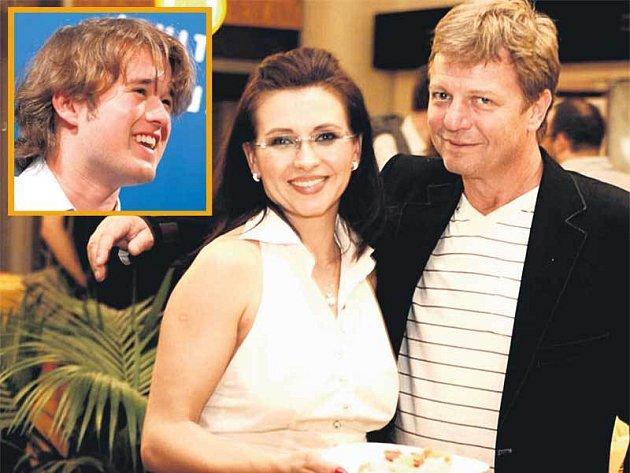 Dana Morávková vytrhla Maroše Kramára z obležení fanynek a přivlastnila si ho pro sebe. Hlavní hvězdou festivalu je americký herec Haley Joel Osment (ve výřezu).