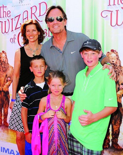 Smanželkou Sam a dětmi Shanem, Octavií a Braedonem.