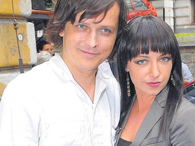 Tatiana Vilhelmová je jako milenka po boku Michala Malátného opravdu sexy.