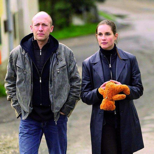 Hana Vágnerová vseriálu hraje nesmlouvavou policistku. Její partner je Robert Jaškow.