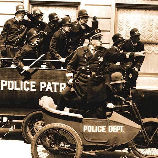 Keystonští policisté. Také na co sáhli, to zmotali. Byli pomalu stejně slavní jako Charlie Chaplin.