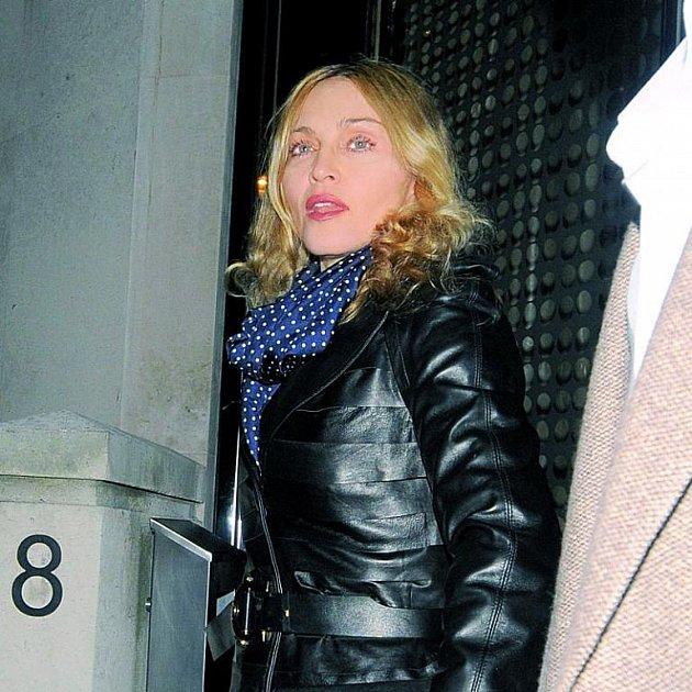 Madonna si zřejmě na stejně staré partnery nepotrpí.