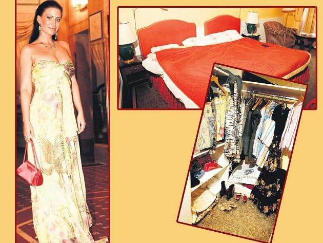 Gábině Partyšové drahé modelové šaty velmi sluší! Hotelová postel je tak veliká, že by se do ní vešli i čtyři lidé.