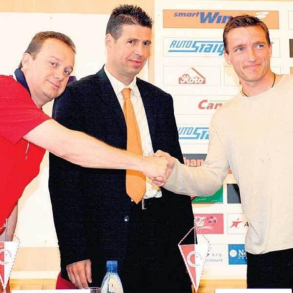 Tomáš Rosen (vlevo) a Petr Doležal jsou majitelé Slavie, do níž v létě přilákali i Vladimíra Šmicra.