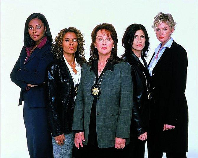 Vseriálu Strážkyně zákona (2001) si zahrála sBonnie Bedeliaovou (vlevo).