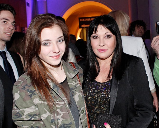 V rozhovoru však přiznala, že je jedna věc, se kterou stále není smířená...Anna Slováčková je dcera slavných rodičů, Felixe Slováčka a Dády Patrasové. Zpěvačka však tvrdí, že to pro ni byla veliká nevýhoda.