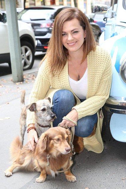 Zpěvačka Marta Jandová by nejradši měla doma celý psí útulek.