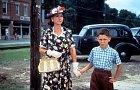 Malý Forrest s maminkou.