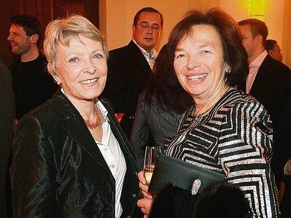Herečka Jana Štěpánková se na přehlídce bavila sLivií Klausovou.
