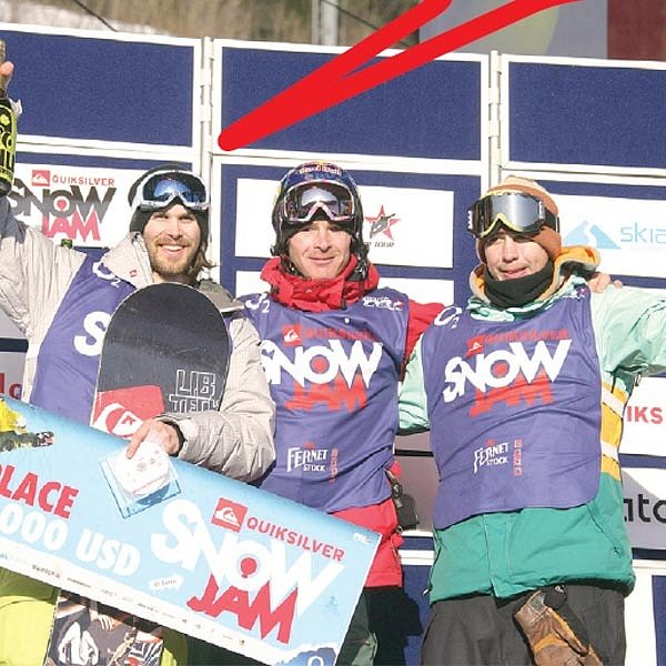 Nejlepší snowboarďáci ze Špindlu: vlevo vítězný Wilhelmsson, uprostřed Černík.