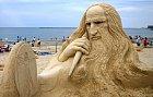 Leonardo Da Vinci z písečných dun.