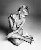 Sharon Stone nahá pro časopis Harper's Bazaar.