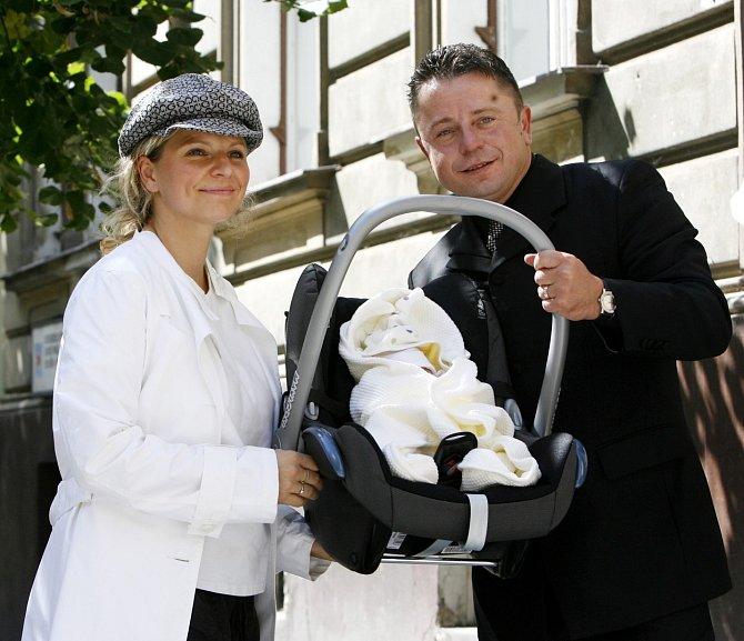 S manželkou se jim krátce po svatbě narodila dcera Noemi.
