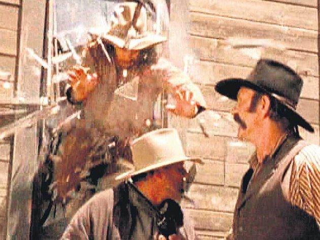 To je vítěz. V jediném dílu Walker Walker Texas Rangera zemřelo zemřelo 22 lidí!