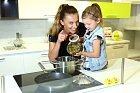 Alice Bendová se svou dcerou Aličkou