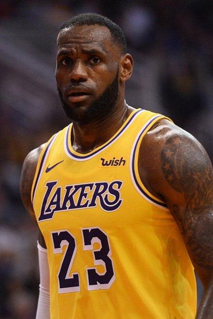 LeGendární LeBron James vyhodil do koše 89miliónů dolarů (2mld. kč)
