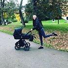 Agáta ráda chodí s malou dcerkou na procházky.