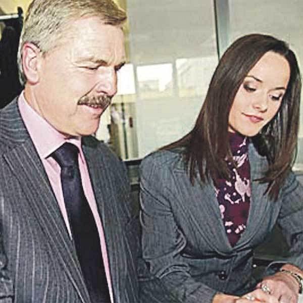 Renata Czadernová a Pavel Dumbrovský budou příští týden uvádět hlavní zpravodajskou relaci.