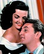 Zahrála si také sRobertem Mitchumem. Záběr zkrimi His Kind of Woman (1951).