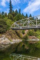 Řeka South Fork Eel. Meehanovu mrtvolu vní lidé našli až 19 dní pojeho zmizení.