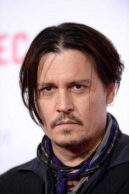 Johnny Depp nemá moc důvodů kradosti.