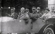 Rok 1923, fotografie pochází z volební kampaně Hitlera.