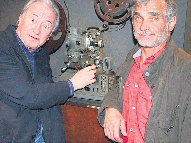Jiří Lábus (vlevo) a Oldřich Kaiser prozradili v kině MAT, jak bude původně rozhlasová Tlučhořovic rodinka vypadat na Stream TV.
