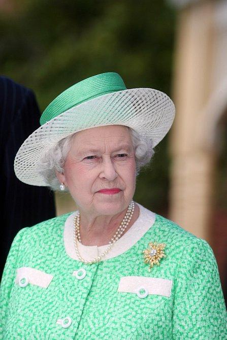"""Po summitu v Sandringhamu vydala královna Alžběta sama prohlášení, že její princ s manželkou mají před sebou """"složité záležitosti, které musí vyřešit """"."""