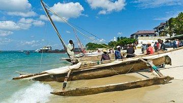 V některých ohledech jako by se na Zanzibaru zastavil čas aneb Katamarán před sto lety a dnes.