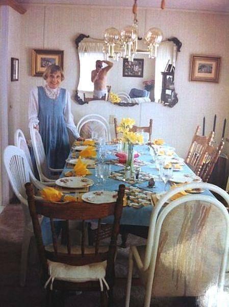 Babička chtěla fotku vánočního stolu. Škoda, že nikdo nezkontroloval zrcadlo.