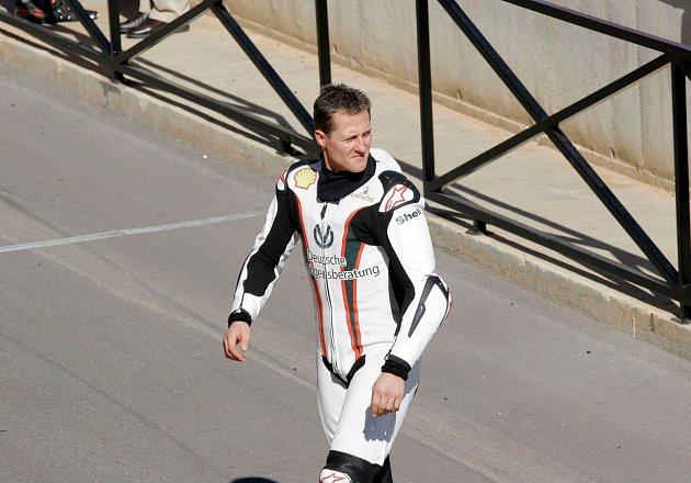Jean Dodt, jeden ze Schumacherových nejbližších přátel ostavu svého kamaráda řekl jen toto: ,,Michael je momentálně vobklopení rodiny a přátel. '