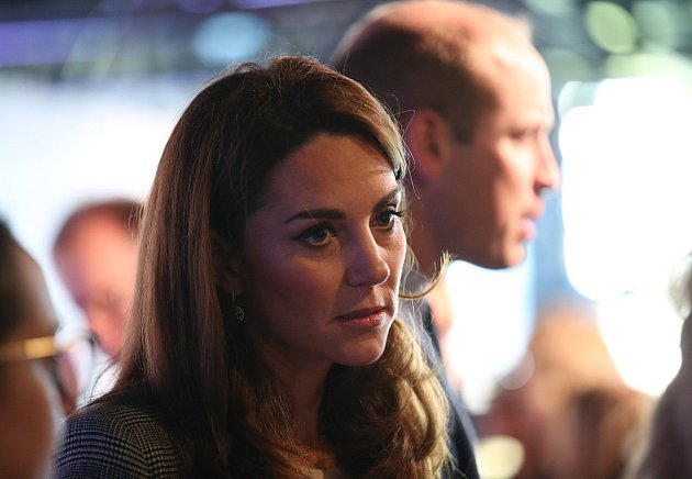 Nahé fotografie zroku 2012opět vypluly na povrch a ohrožují poklidný život cudné vévodkyně. Vzpamatuje se znich někdy? Kate Middleton není žádná odvázaná ženská.