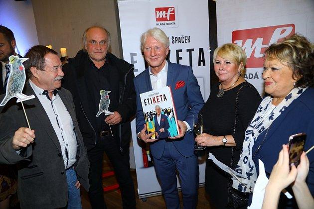 Spousta známých osobností nemohlo chybět při křtu nové knihy Ladislava Špačka.