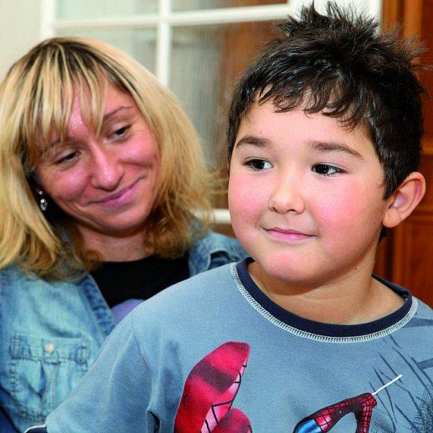 Markéta Albertová se synem Kristánem žijí po dobu jejího léčení v domku rodičů.