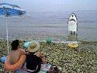 Tenhle kostým žraloka možná měl působit děsivě, ale krutě svůj účel nesplnil.