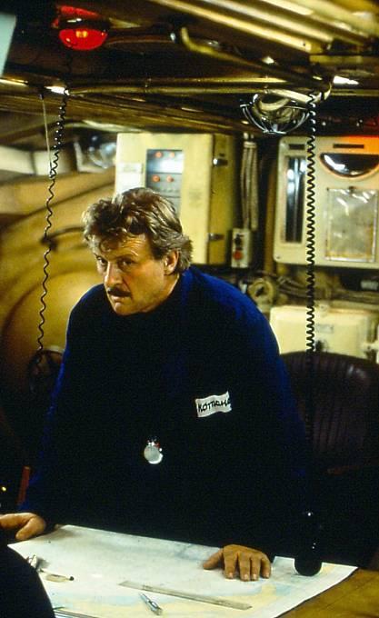 Událostmi z roku 1986 se zabýval i film V nepřátelských vodách (1997), kde si zahrál Rutger Hauer.