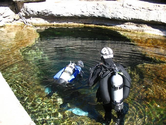 ZJákobovy studny mají vítr izkušení potápěči.