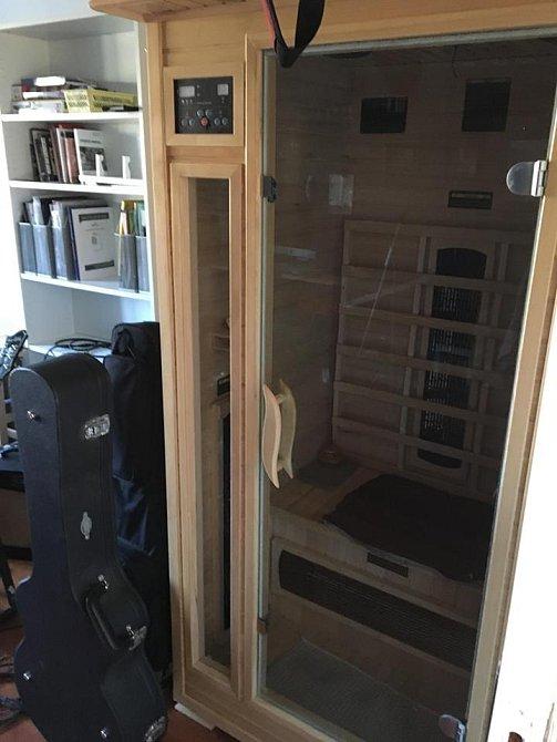 V Tomášově pracovně je i domácí sauna, kterou navštěvují naprosto všichni.