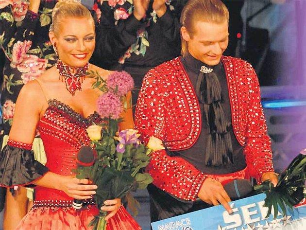 Peníze, které Petr Pik vytančil společně s Lucií Borhyovou, už má Daneček na účtě.